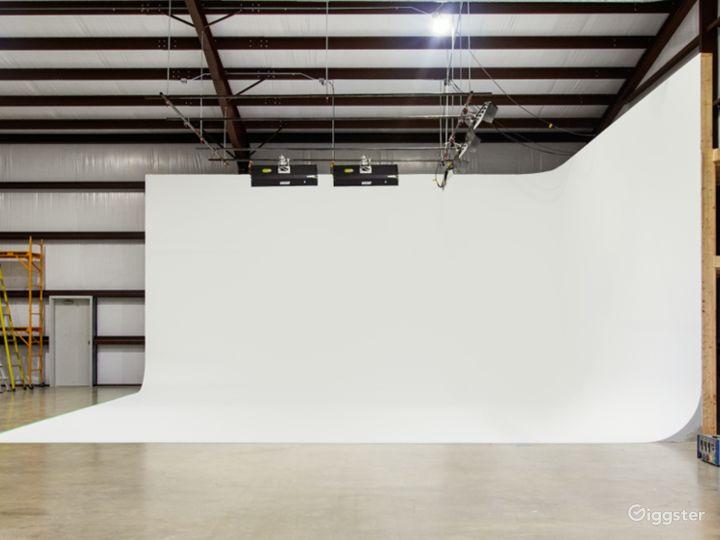 Cyc–Wall Studio in Driftwood Photo 2