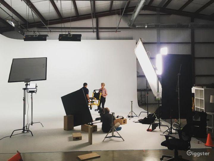 Cyc–Wall Studio in Driftwood Photo 5