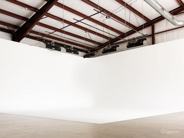 Cyc–Wall Studio in Driftwood Photo 4