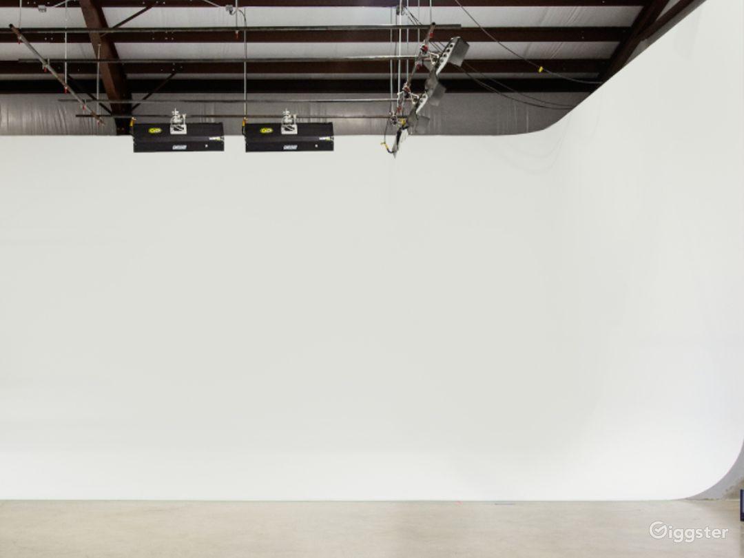 Cyc–Wall Studio in Driftwood Photo 1