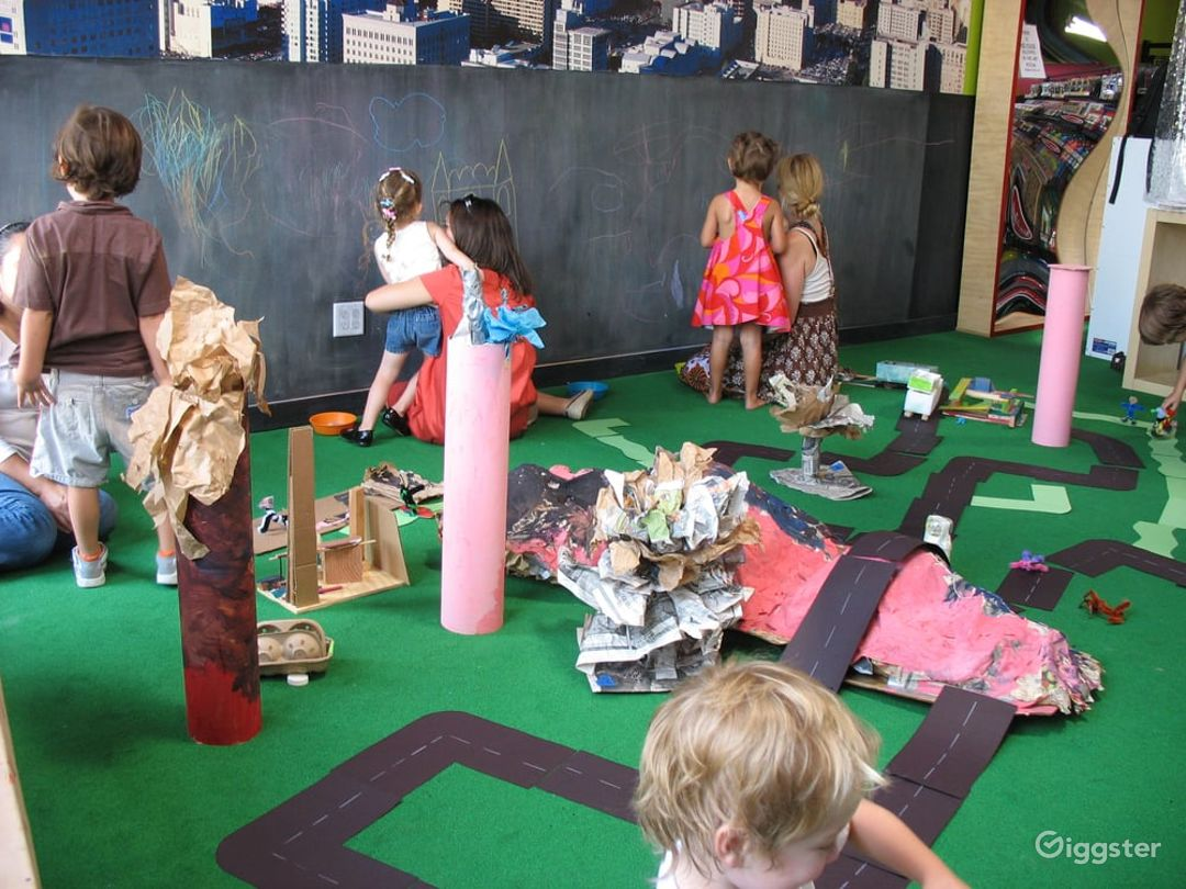 Kids Play House in Mid Wilshire - Art Room Photo 1
