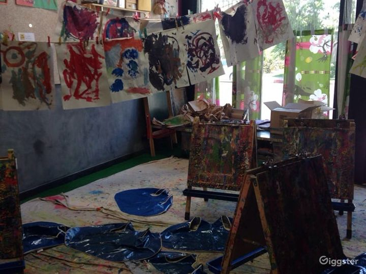 Kids Play House in Mid Wilshire - Art Room Photo 3
