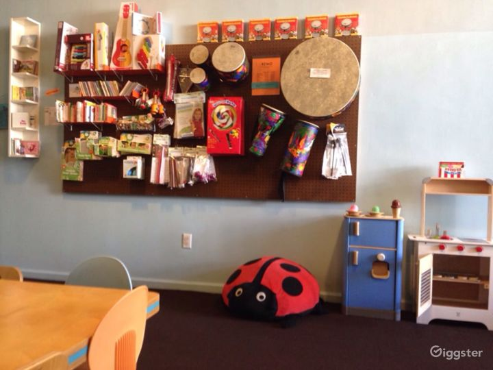 Kids Play House in Mid Wilshire - Art Room Photo 5