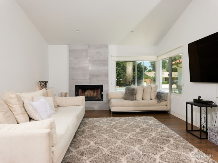 Stunning 4 bedroom modern open spaced pool home  Photo 3