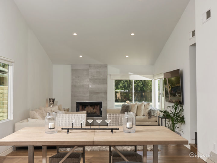 Stunning 4 bedroom modern open spaced pool home  Photo 4