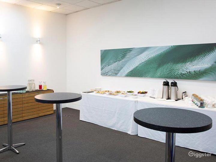 Natural Daylight, Elegant Sustain Room in London Photo 3