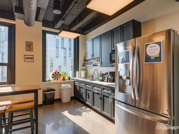 Spacious Private Office for 3-4 in Wicker Park Photo 4