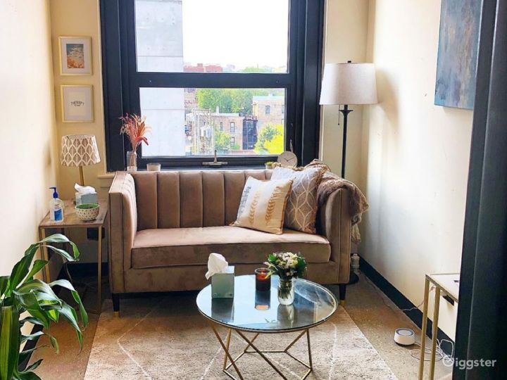 Spacious Private Office for 3-4 in Wicker Park Photo 2