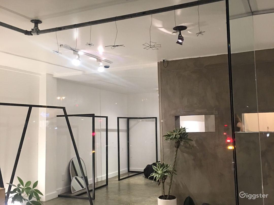 Minimal Ground Floor Boutique or Gallery Photo 5