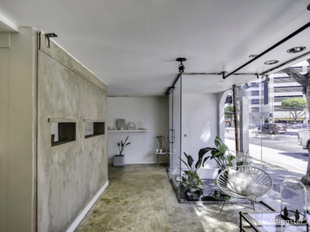 Minimal Ground Floor Boutique or Gallery Photo 3