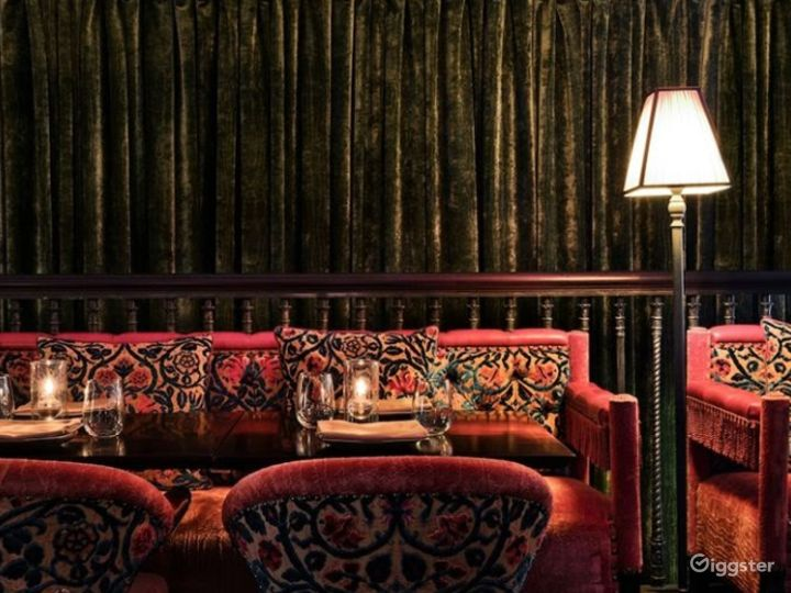 Intimate Bar and Lounge in LA Photo 4