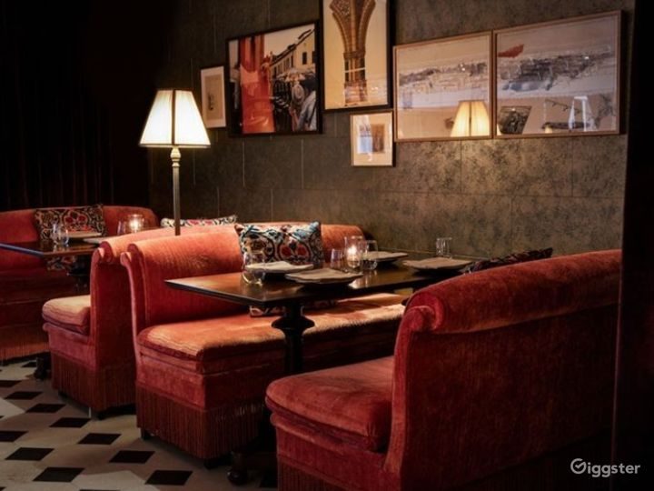 Intimate Bar and Lounge in LA Photo 3