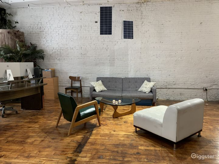 Adaptable Production Space for Shoots or Meetings Photo 2