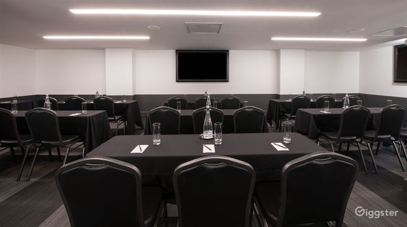 Spacious Meeting Room in LA Photo 1