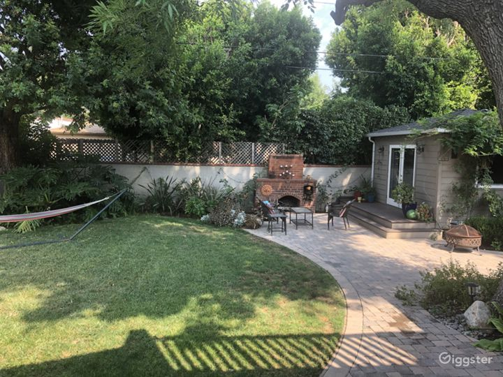 Beautiful backyard with guest house/office