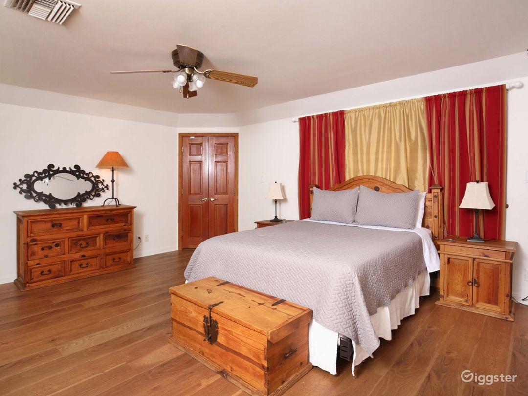 Bedroom 1 - Master / queen bed