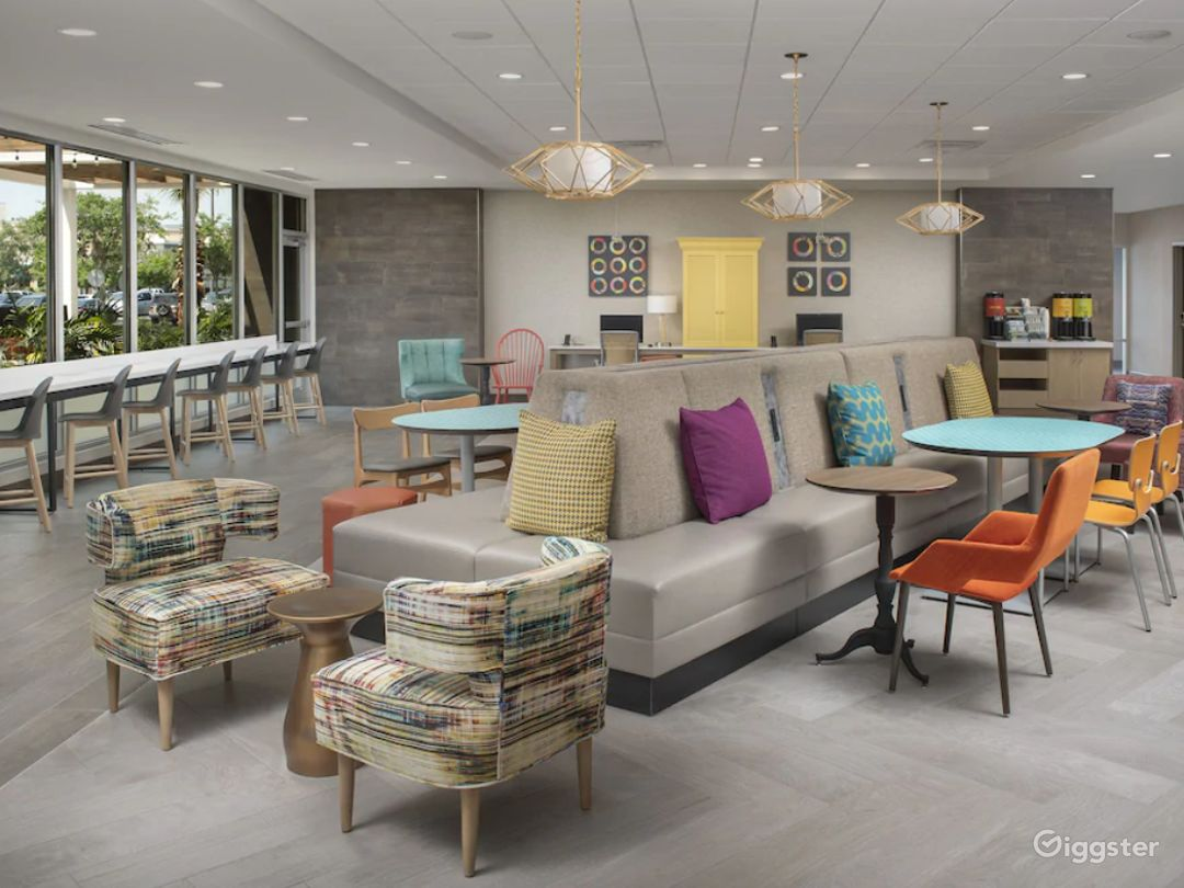 Modern Lounge Situated in the Middle of the Doral Photo 1