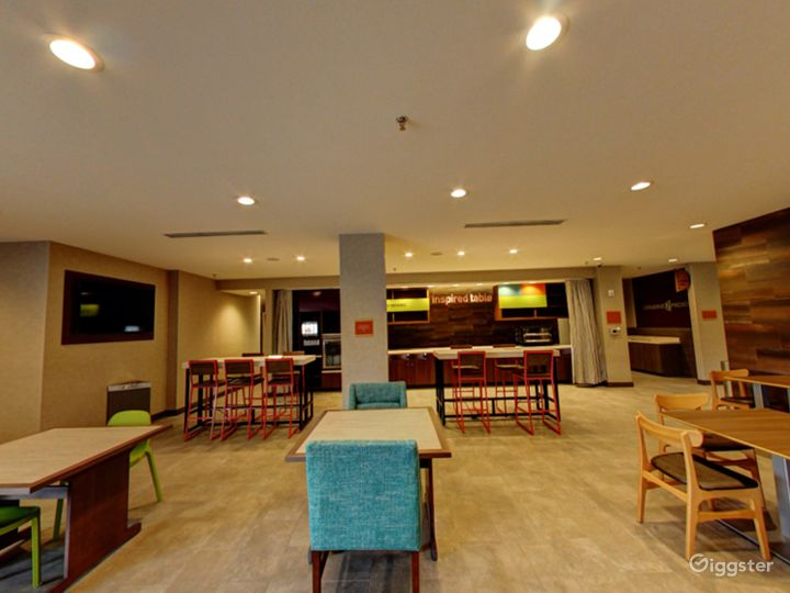Modern Lounge Situated in the Middle of the Doral Photo 5
