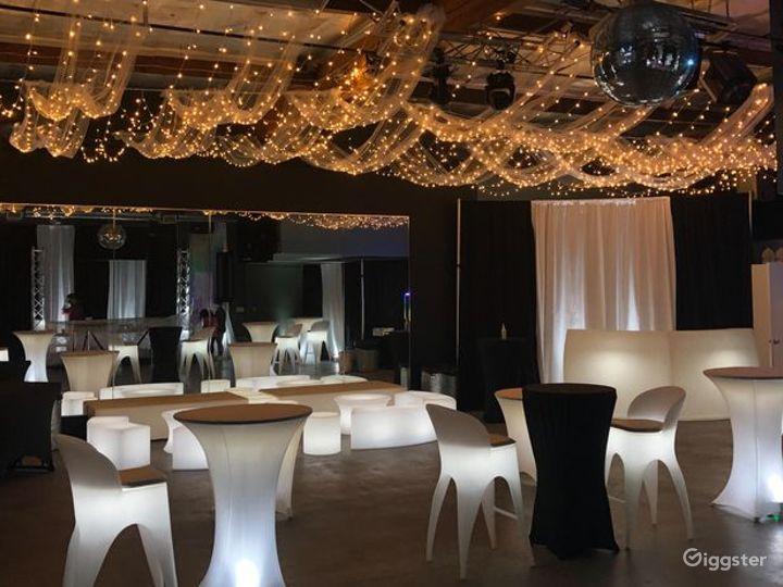 Light up Lounge & LED Dance floor Photo 5