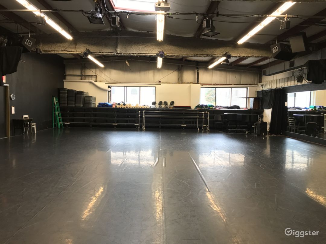 Studio 1 39′-6″ x 58′-7″ or 2314 sq ft Marley dance floor Converts into Black Box Theater