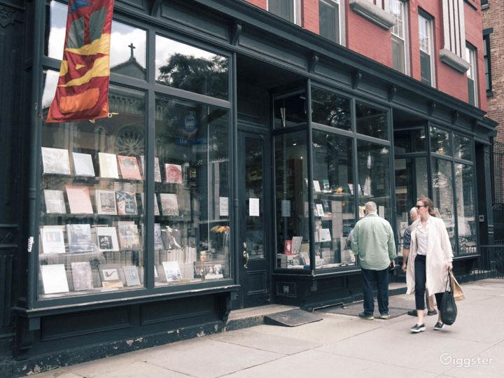 Bookshop: Location 4250 Photo 2