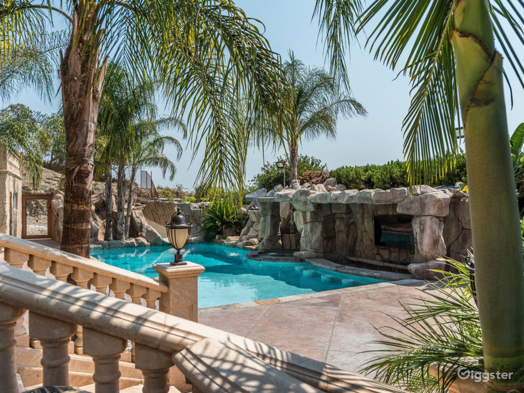 Beautiful Greek Home With Pool In Burbank Rent This