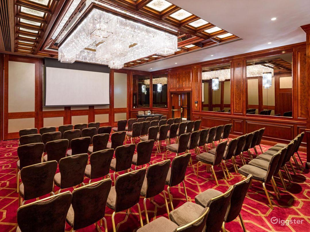 "Superb ""County B"" Meeting Room in London, Heathrow Photo 1"