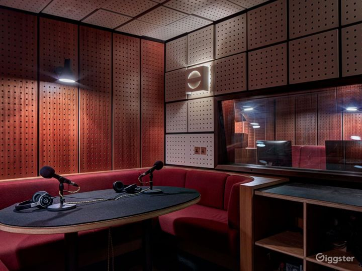 Café and Bar Home to  World-Class Living Voice Sound System Photo 5