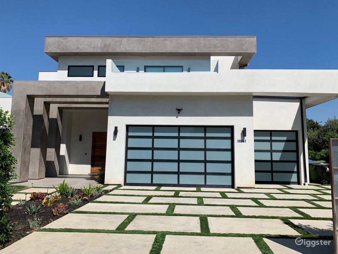 Modern Mansion Photo 1