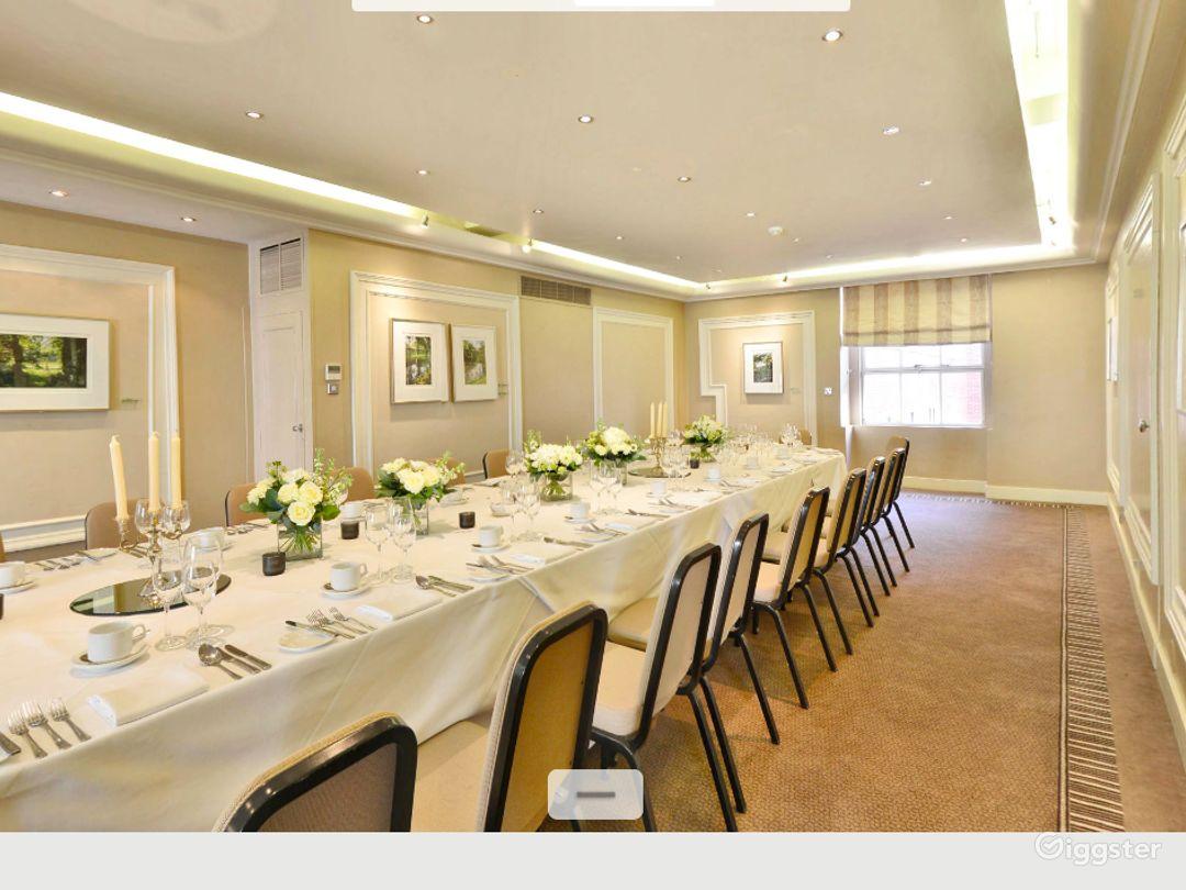 Charming Shelburne Room in London Photo 1