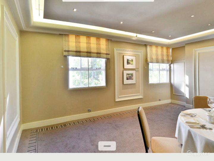 Charming Shelburne Room in London Photo 5