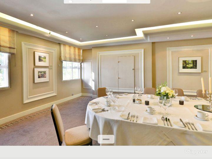 Charming Shelburne Room in London Photo 4
