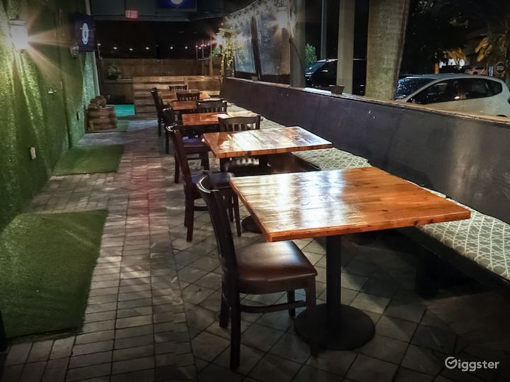 Rustic Patio with Great Beer in Florida Photo 4