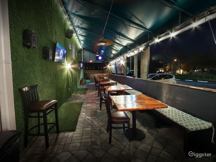Rustic Patio with Great Beer in Florida Photo 3