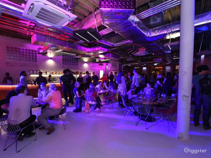Glamorous Foyer for your event with Bar access in London  Photo 5