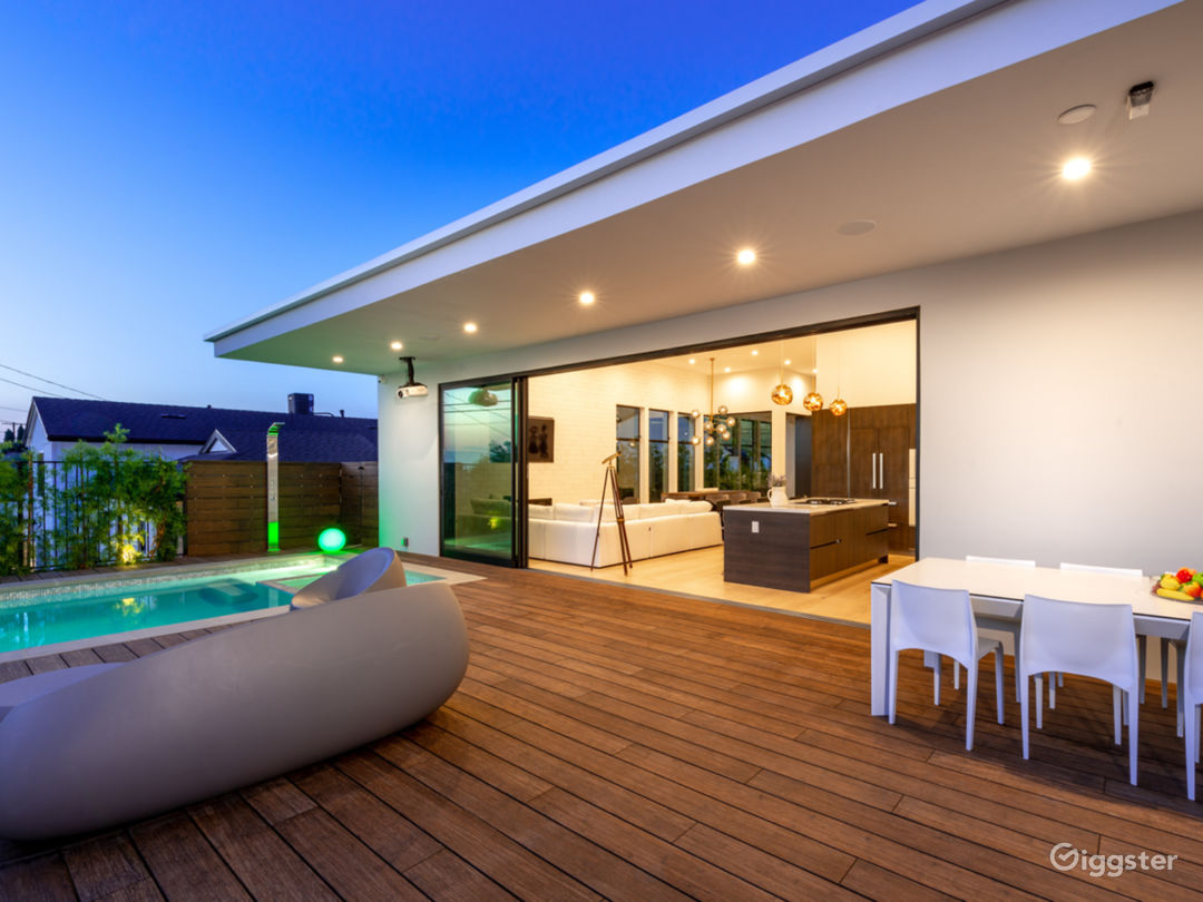 Stunning Contemporary House with Pool & Mountain V Photo 3