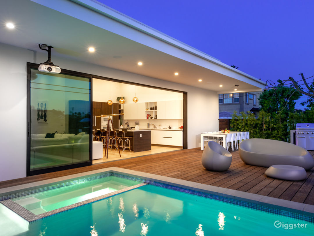 Stunning Contemporary House with Pool & Mountain V Photo 4