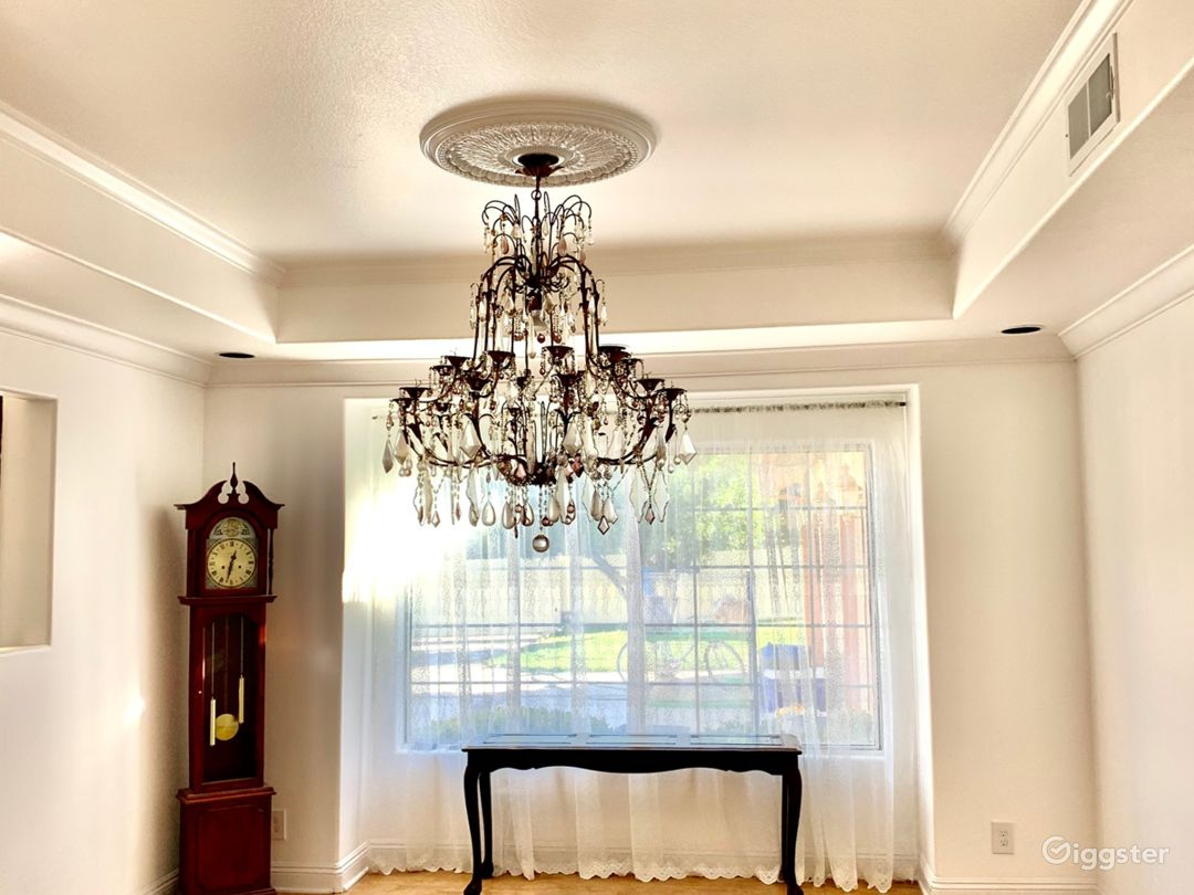 Cristal Chandelier in Dining Room
