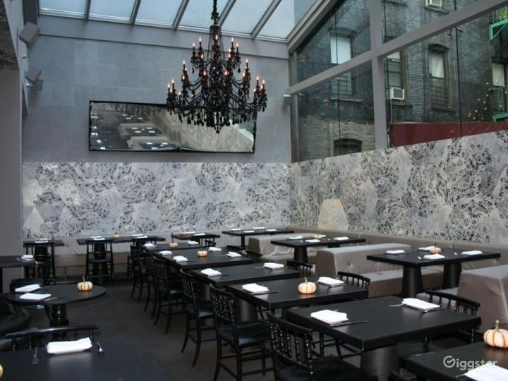 Upscale restaurant and bar: Location 4274 Photo 3