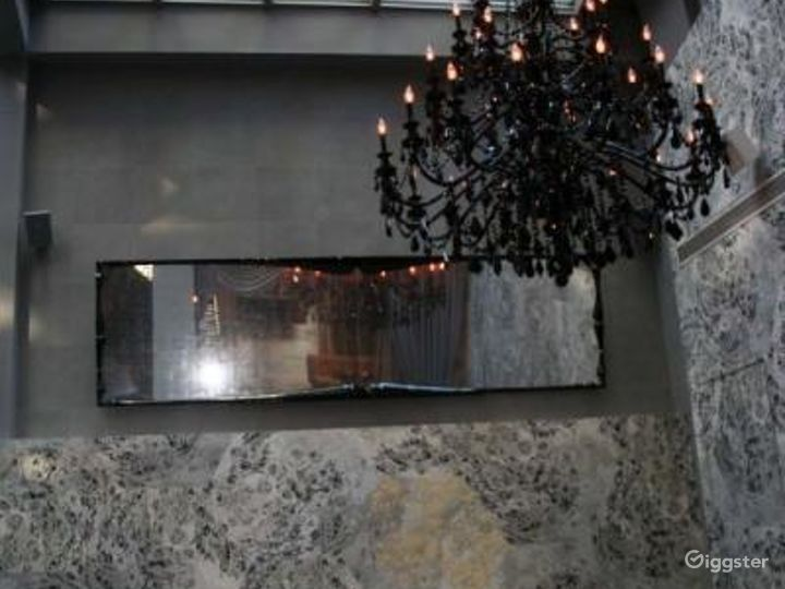 Upscale restaurant and bar: Location 4274 Photo 5