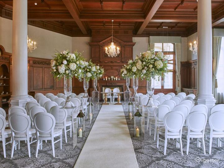Impressive Oak Room in York Photo 4