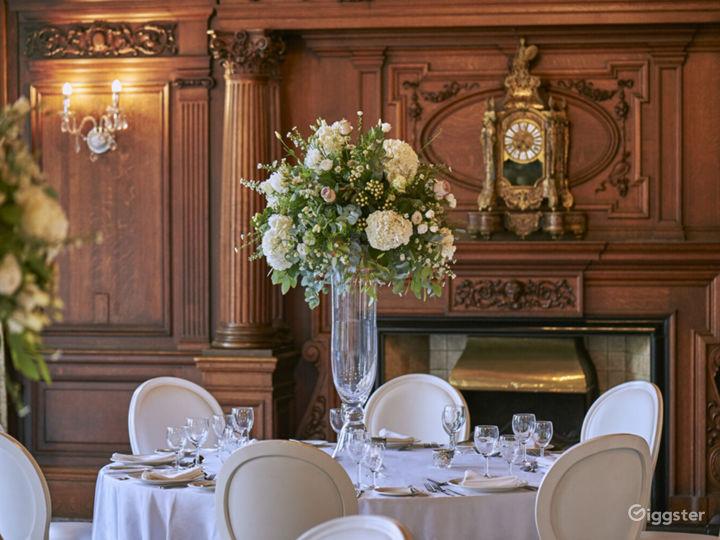 Impressive Oak Room in York Photo 5