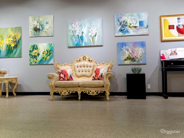 Spacious Art Gallery Photo 3