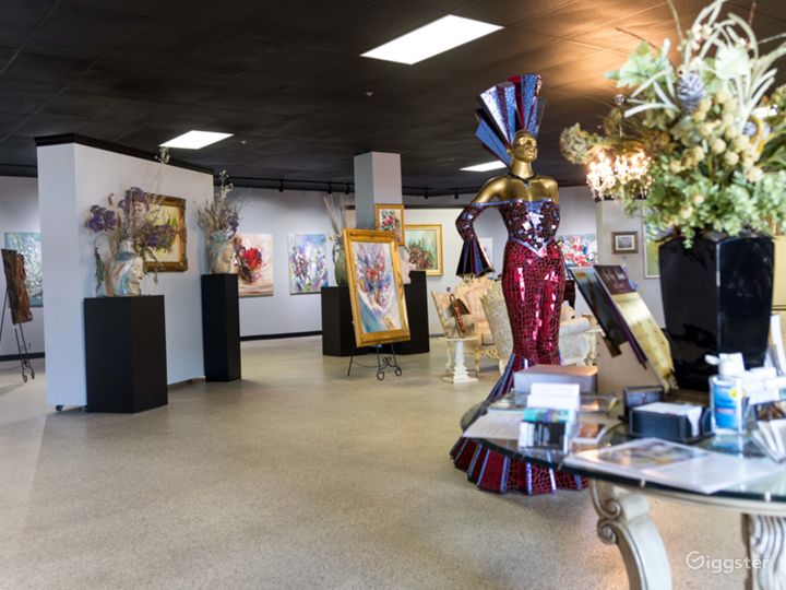 Spacious Art Gallery Photo 4