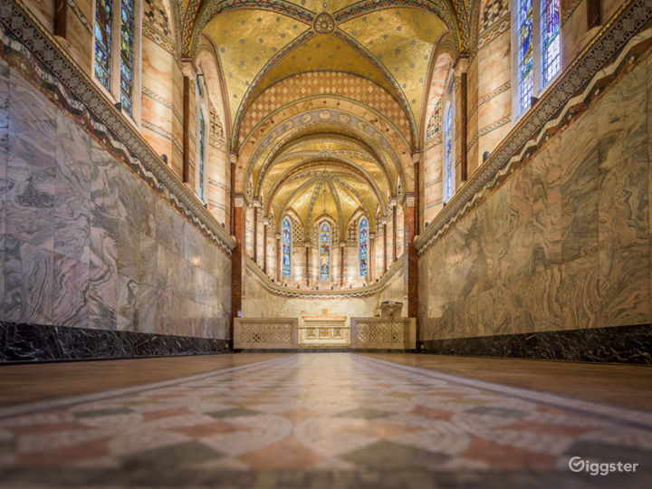 Inspiring Venue with Classic Architecture & Design Photo 2