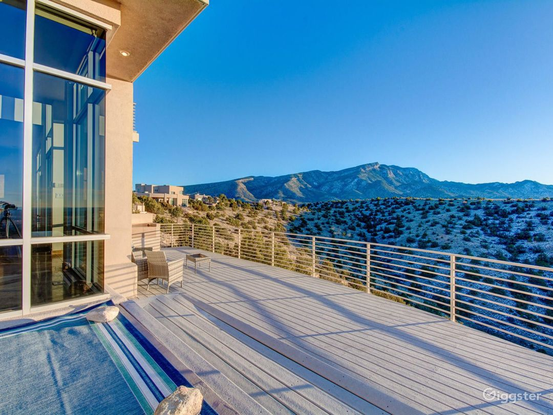 Contemporary home with incredible views Photo 4