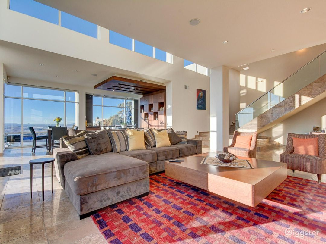 Contemporary home with incredible views Photo 2
