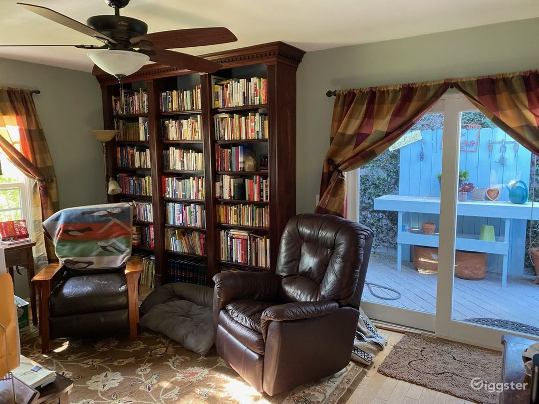 Bright Open Layout with Views of Gorgeous Gardens Photo 1