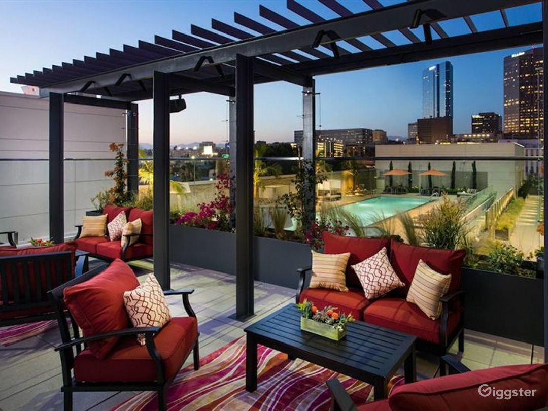 Lavish Terrace with Amazing Pool in LA Photo 1