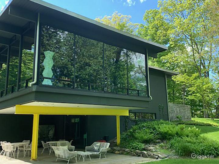 Modern suburban home: Location 5227 Photo 5